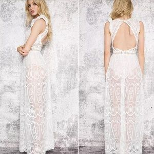 Dresses & Skirts - Lace Maxi Dress Backless